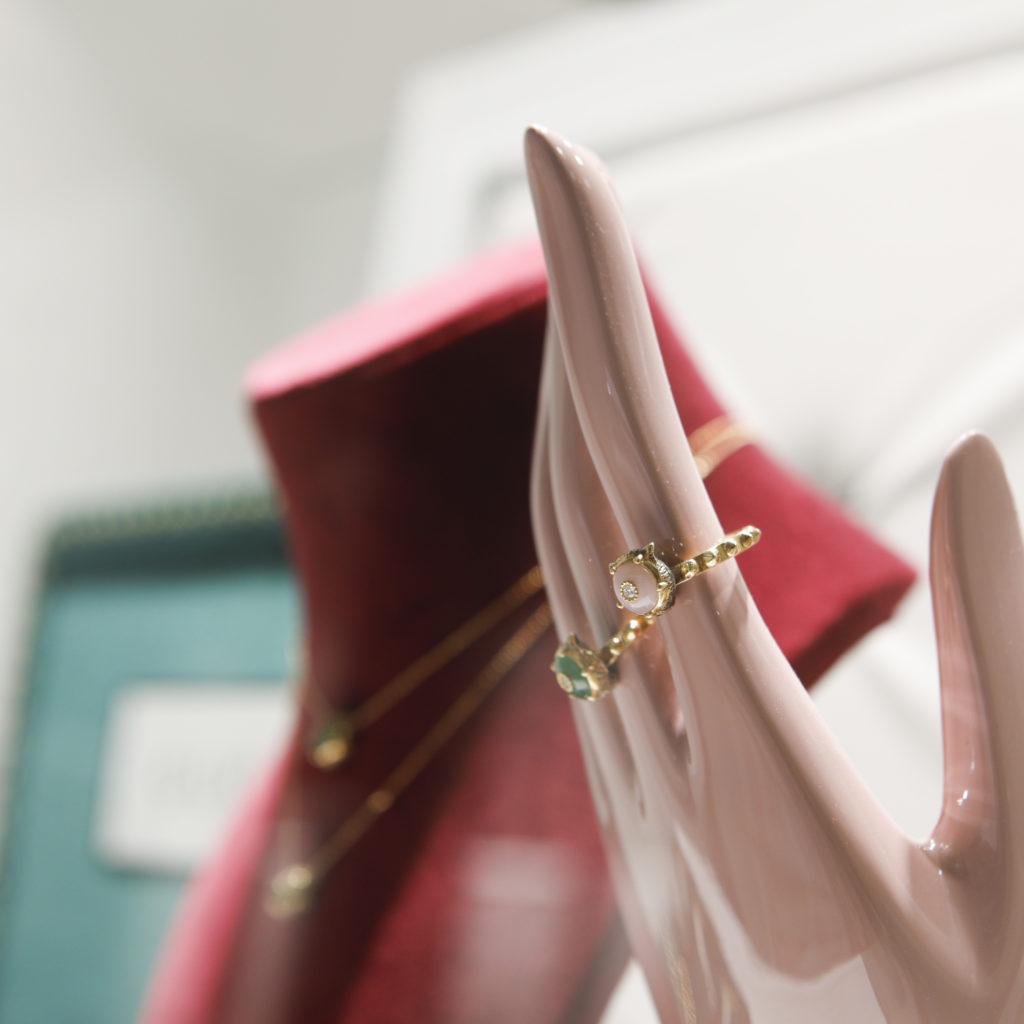 gioielleria baravelli interno vetrina gucci