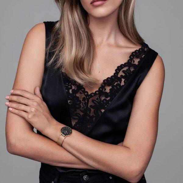indosso modella dw orologio rosa nero